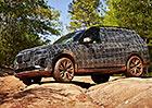 BMW odhaluje luxusní SUV X7 na špionážních fotkách. Dostane čtyřválec i osmiválec z M5!