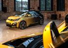 Světový unikát z Česka: BMW posílá do aukce dva zlaté vozy na podporu nadace Havlových