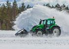 Traktor Valtra má nový rekord. Bez řidiče odklízí sníh při rychlosti 73,171 km/h!