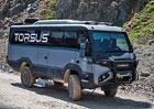 Torsus Praetorian je mikrobus, který zvládne i jízdu po rozbahněném poli. A prodává se i u nás!