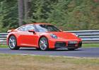 Nové Porsche 911 se na špionážní fotce ukázalo skoro celé