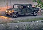 Armádní Humvee se proměnil v radikální hračku na závodní okruhy
