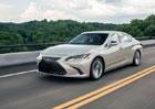 Lexus ES odhaluje české ceny. Začínají pod milionem, má to ale háček...