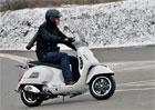 Věděli jste, že se na skútru dá jezdit i přes zimu? Poradíme, jak na to!