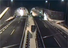 Šílená nehoda jako z GTA: Auto na Slovensku vyletělo do vzduchu a přistálo v tunelu