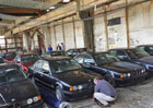 Nález pro milovníky devadesátek: Našlo se 11 nikdy nejetých BMW 5 z roku 1994