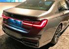 Facelift BMW řady 7 už nemá téměř žádné tajemství. Po obřích ledvinkách ukázalo další novinku