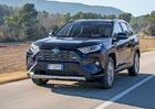 Poprvé za volantem nové Toyoty RAV4. Hezký design, pohodlný podvozek, ale co ta spotřeba?