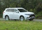 Mitsubishi Outlander PHEV se dočkalo většího motoru. Inovovaný plug-in hybrid zlevnil