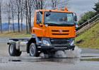 Učni z Třebíče postavili vůz Tatra, dnes ho poprvé nastartovali