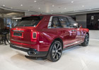Rolls-Royce Cullinan je hitem. Opulentní SUV automobilka nestíhá vyrábět
