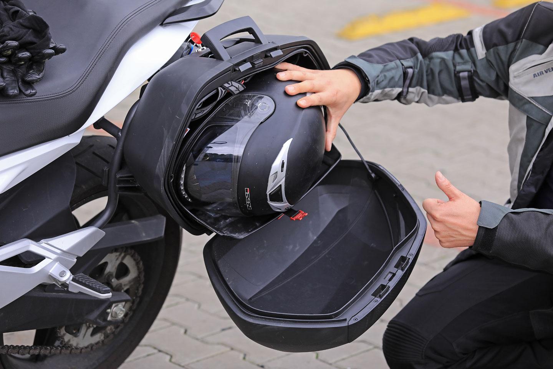 CF Moto 650MT. Verze s odnímatelnými kufry Shad stojí o zanedbatelných osm  tisíc víc 1fcad9b86f